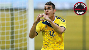 Rafael Santos Borré celebra un gol con la camiseta de la Selección...