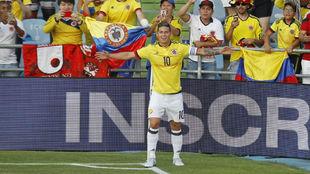 James celebra un gol con Colombia