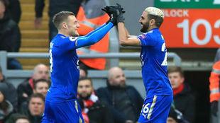 Vardy y Mahrez celebran un gol con el Leicester