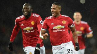 Antonio Valencia celebra su gol al Stoke City.