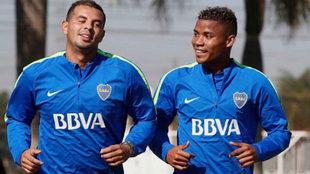 Edwin Cardona y Wilmar Barrios, en un entrenamiento de Boca.