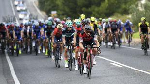 Los corredores, durante la sexta etapa del Tour Down Under