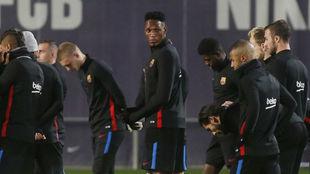 Yerry Mina, durante un entrenamiento con el Barcelona