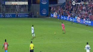 Juan Carlos, en el momento de chutar el balón que acabaría en gol