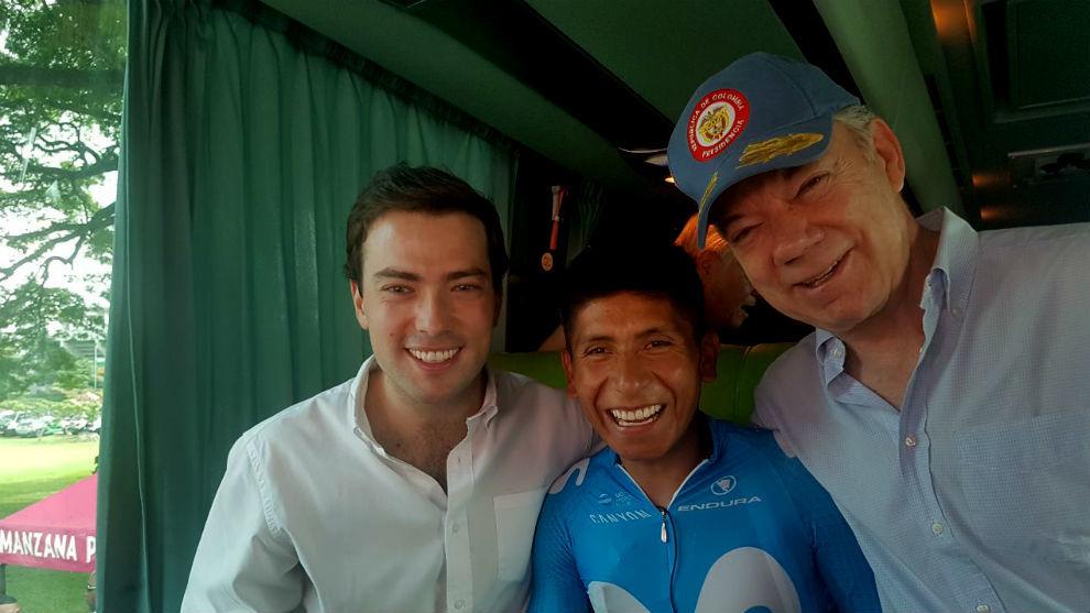 El Presidente Santos, su hijo y Nairo Quintana antes del comienzo de...