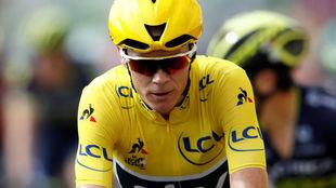 Froome con la amarilla de líder en el Tour