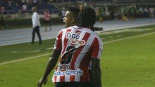 Chará celebra su gol