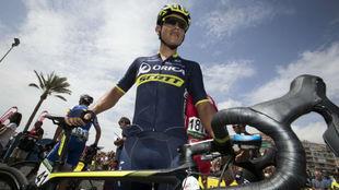 Esteban Chaves, posa antes de empezar una carrera la pasada temporada