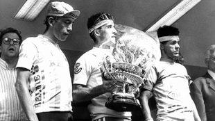 Fabio Parra y 'Perico' Delgado, en el podio de la Vuelta a...