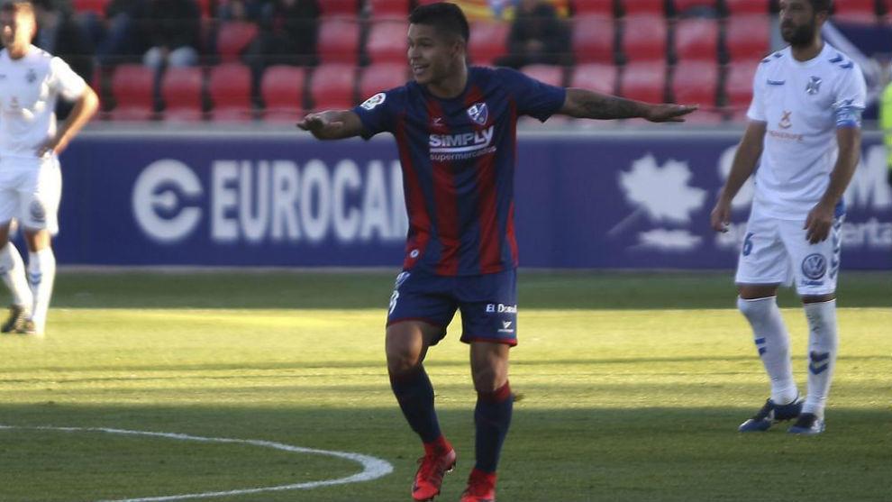 'Cucho' Hernández con la camiseta del Huesca.