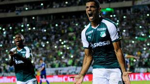Pepe Sand celebra su primer gol en el FPC