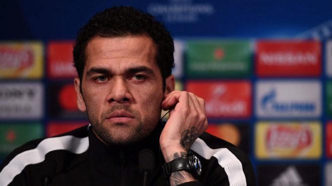 Balotelli criticó a Dani Alves por comentario sobre Astori