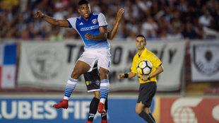 Santiago Mosquera, durante un lance con FC Dallas.