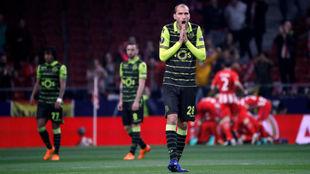 Dost se lamenta durante el partido frente al Atlético