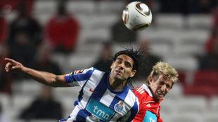 Falcao y Coentrao, en un Benfica-Oporto.