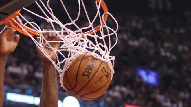 Wade encesta 28 puntos; el Heat empata la serie 1-1