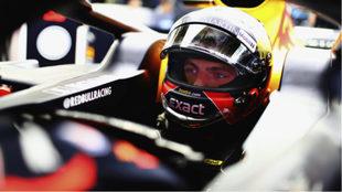 Max Verstappen en su auto durante el último GP de China.