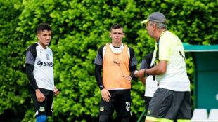 Pelusso con su grupo en una sesión de entrenamiento / @AsoDeporCali