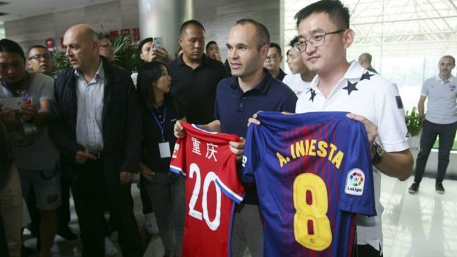 Iniesta con un pie en China