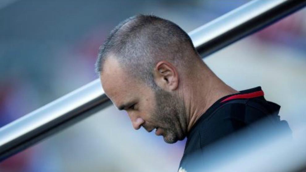 Entre lágrimas, Andrés Iniesta anunció que deja el Barcelona