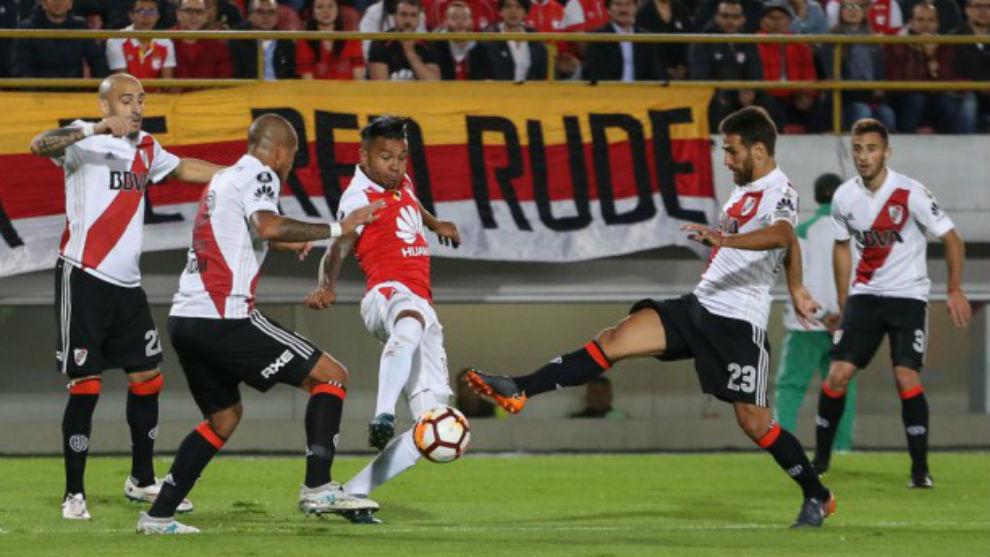 Wilson Morelo frente a River Plate