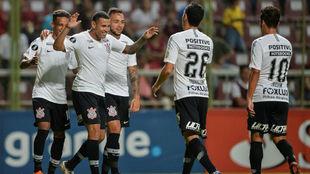 Celebración de la goleada de Corinthians a Lara