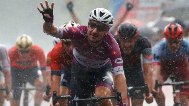 Cuarta victoria de etapa para el italiano Viviani en el Giro 2018 /...