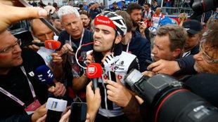 Tom Dumoulin tras cruzar la meta en Prato Nevoso /Luk Benies