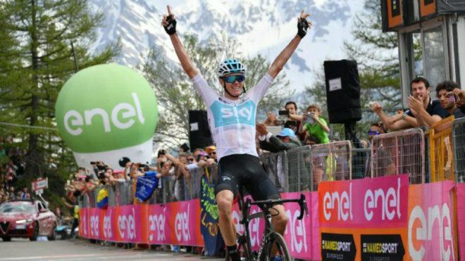 Froome y su momento de victoria en Bardonecchia / @giroditalia