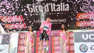 Froome y su primer podio de líder en el Giro