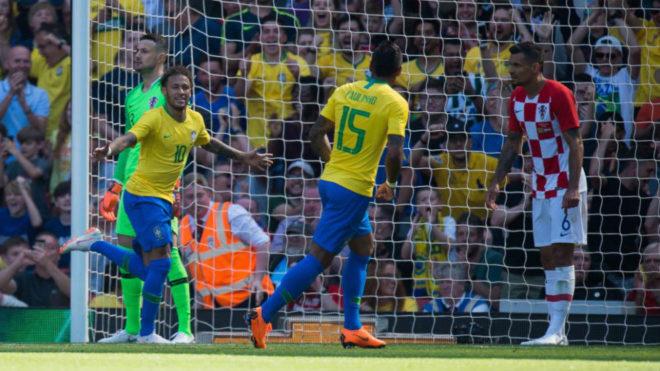 Neymar celebra el gol que puso el 1-0 ante Croacia