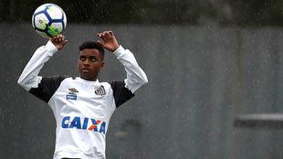 Rodrygo, durante un entrenamiento con el Santos