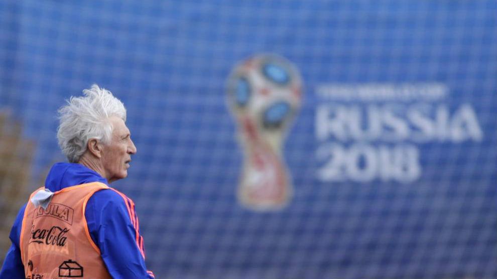 Pékerman, durante un entrenamiento con la selección en Rusia