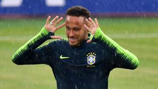 Neymar, durante un entrenamiento con Brasil en Rusia