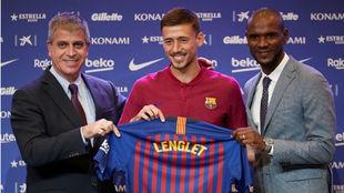 Jordi Mestre, vicepresidente del Barcelona, Lenglet y Abidal, durante...