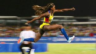 La colombiana en uno de sus saltos / @Bquilla2018
