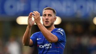 Hazard celebra con la afición del Chelsea uno de los tantos.