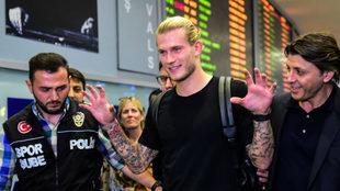 Karius a su llegada a Turquía como nuevo jugador del Besiktas.