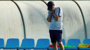 Ernesto Valverde, en un entrenamiento con el Barcelona / Agencias