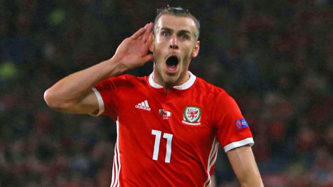 Gareth Bale celebra su gol ante Irlanda.