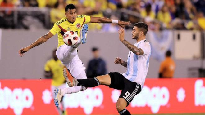 Murillo despeja un balón ante Icardi durante el duelo ante Argentina