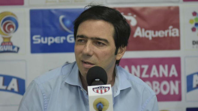 Antonio Char habla en una rueda de prensa.