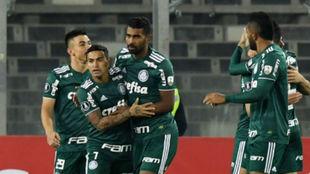 Todos abrazan a Bruno Henrique, autor del primer gol.