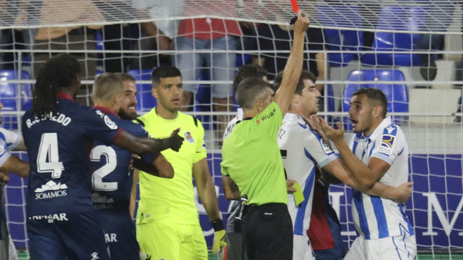 La Real gana Huesca pese a terminar con nueve