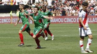 Ibai celebra uno de sus dos goles ante el Rayo