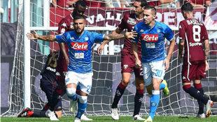 Insigne celebra uno de sus goles al Torino
