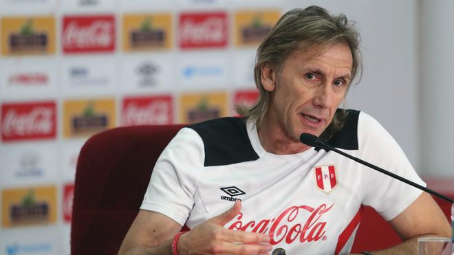 Ricardo Gareca durante una conferencia de prensa.
