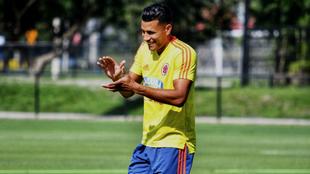 Jeison Murillo aplaude durante un entreno de la Selección Colombia.