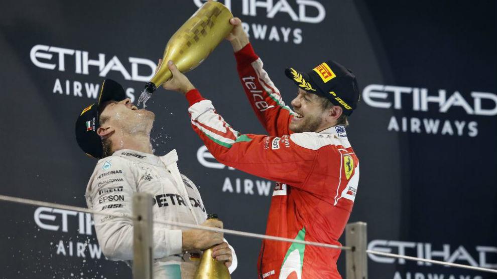 Penalizaron a Vettel y Hamilton quedó más cerca de su quinta corona