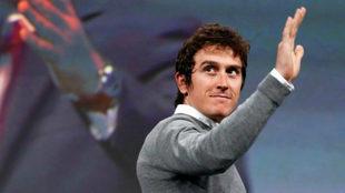 Thomas saluda durante el acto de presentación del Tour / EFE